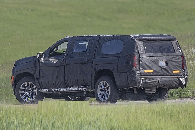 2021 Chevy Suburban spy photos